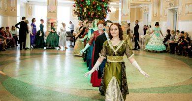 В Междуреченске прошёл исторический молодёжный бал